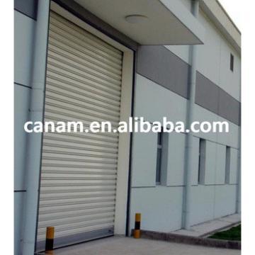 Vertical anti-wind rapid roller shutter door